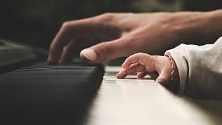 Lezioni di piano e di linguaggio: la musica aiuta i bimbi a parlare