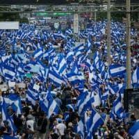 Nicaragua, la repressione fa vittime e migliaia di persone stanno lasciando