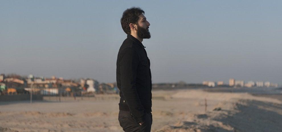 """Vasco Brondi, 'Coprifuoco' diventa un video: """"Violenza, tenerezza, libertà, responsabilità"""""""