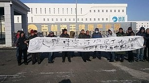 Scio-pe-ro! Chi incrocia le braccia nella Cina comunista