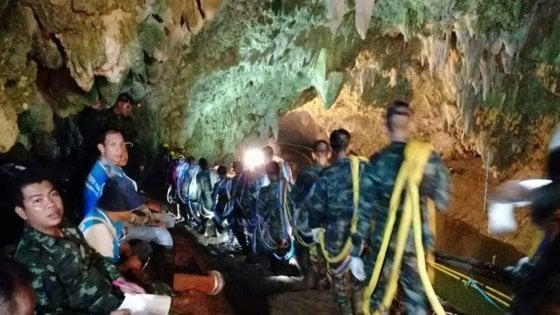 Ragazzi intrappolati in Thailandia si riduce l'ossigeno nelle grotte sub muore nei soccorsi