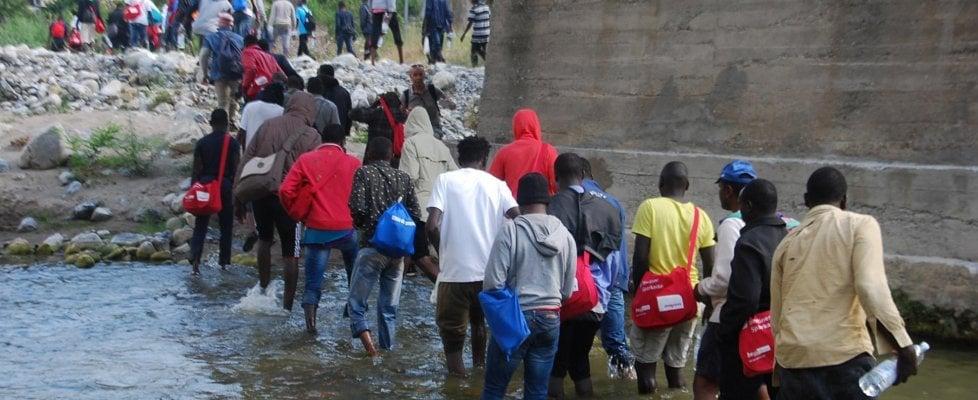 Francia, la Corte costituzionale: non è reato aiutare i migranti irregolari
