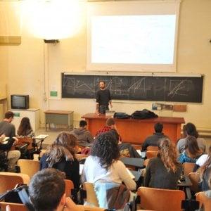 """Università, la protesta degli studenti: """"Ministero ci invita a chiedere un prestito"""""""