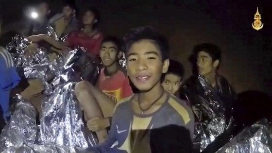 Thailandia: acqua nella grotta è salita