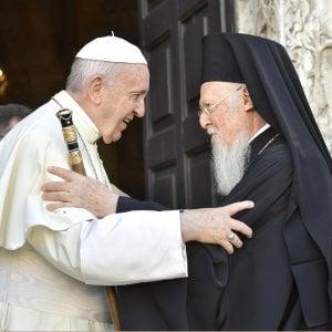 """Papa Francesco a Bari: """"Il Medio Oriente piange mentre altri lo calpestano in cerca di potere e ricchezze"""""""
