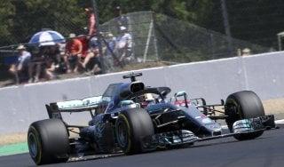 F1, Gp Gran Bretagna: Hamilton conquista la pole. Vettel secondo