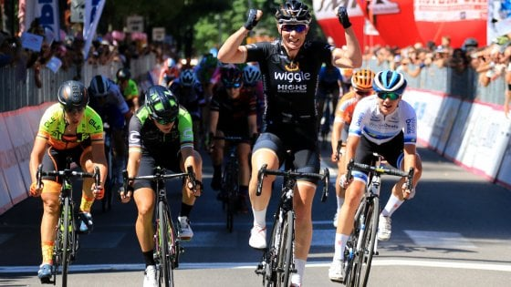 Giro d'Italia donne: sprint Wild ad Ovada. Brand nuova maglia rosa