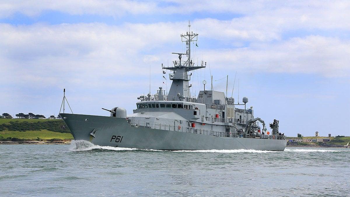 nave militare irlandese sbarca a messina con 106 migranti - la repubblica