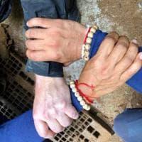 Thailandia, la foto simbolo dei soccorritori da tutto il mondo