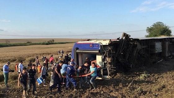 Treno deraglia nel Nord Almeno 10 morti e 73 feriti