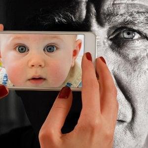 Tariffe telefoniche più care per i nonni, meno per i giovani