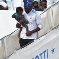 Migranti, i 67 della Vos Thalassa diretti in Italia: stavano per essere riconsegnati ai libici