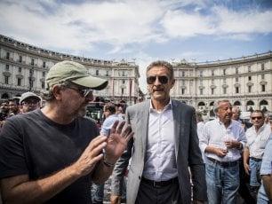 I funerali di Carlo Vanzina, il saluto di amici e colleghi da Sorrentino a Verdone