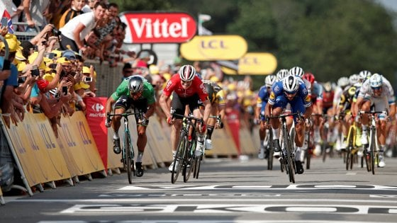 Tour de France, Gaviria fa il bis allo sprint. van Avermaet resta in giallo
