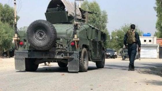 Afghanistan, assalto a un edificio governativo: dieci morti