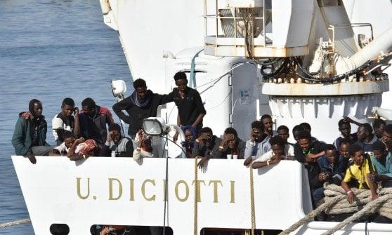 Migranti, i 67 della Diciotti verso  Trapani: ha deciso Toninelli. Salvini: 'No sbarco senza garanzie che finiscano in galera'