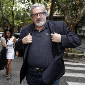 Ilva, Emiliano a Di Maio: Cancellare l'offerta di ArcelorMittal, vendita irregolare