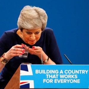 """Brexit, la mossa da """"dura"""" di May: pronti a riserve di cibo e medicinali"""