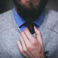 Il nodo alla cravatta? Se troppo stretto arriva meno sangue al cervello