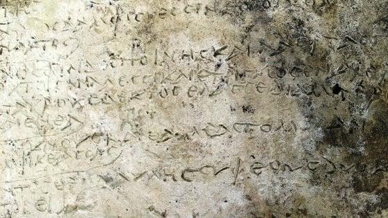 """Atene: """"Scoperta la più antica tavoletta con il testo dell'Odissea"""""""