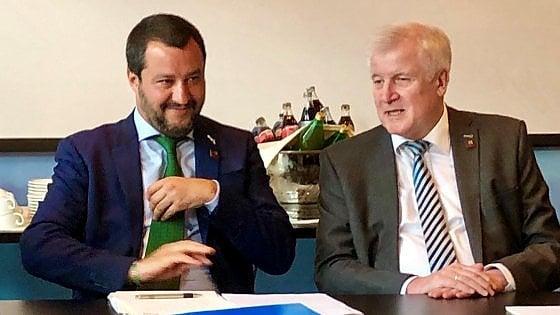 """Migranti, Salvini vede Seehofer: """"Ricollocamenti in Italia? Solo se ci sarà una redistribuzione"""""""