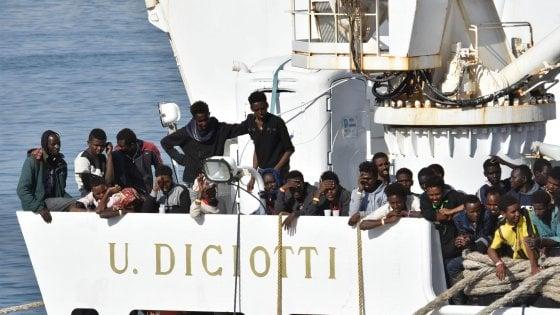 Caso Diciotti, Di Maio scarica Salvini e si schiera con Mattarella