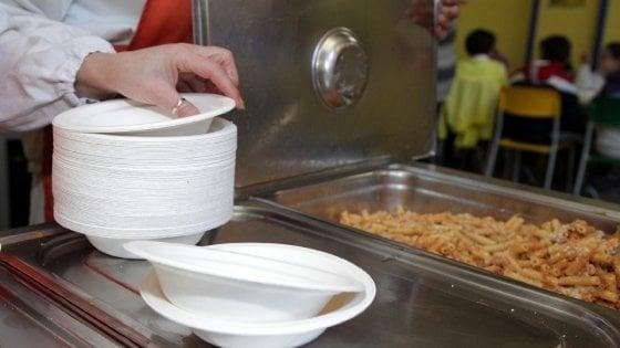 Mense, a Milano i pasti si consumano in piatti di bioplastica