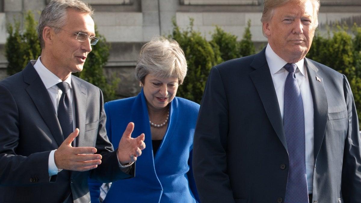 """Bruxelles, la minaccia di Trump: """"Usa fuori dalla Nato se non pagate"""""""