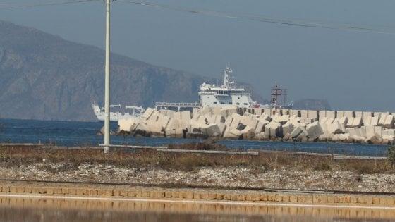 """L'intervento di Mattarella sblocca l'impasse: al via lo sbarco dalla Diciotti. Il Viminale: """"Stupore"""""""