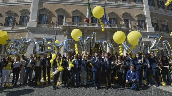 """Via libera al taglio dei vitalizi. Di Maio: """"Giorno atteso da 60 anni"""". Fi attacca: """"Italiani imbrogliati"""""""