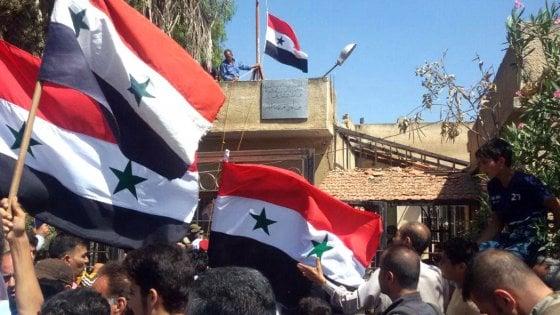 Siria, le truppe di Assad entrano a Daraa, la culla della rivolta