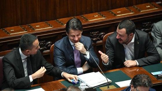 Sondaggi, sempre forte l'area di governo. Tre italiani su 4 fedeli all'euro. E Gentiloni è il più popolare nel centrosinistra