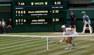 Tennis, Wimbledon: Anderson vince la semifinale più lunga della storia. Isner cede 26-24 al quinto