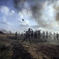Gaza, 60 razzi verso Israele dopo la morte di un ragazzino palestinese. Raid sulla...