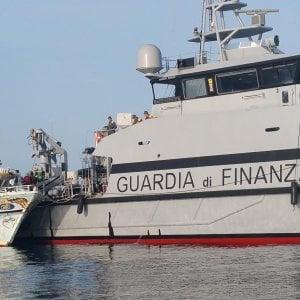 Caso barcone, in tre mosse la strategia di Palazzo Chigi. E stavolta Conte guida la partita