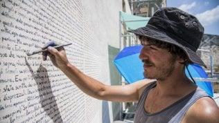 Quei graffitari da tutta Italia per copiare Fontamara sul muro