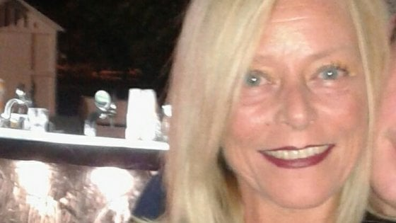 Pesaro, donna trovata morta in casa dal figlio: è caccia all'assassino