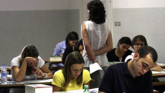 """Scuola, quel bonus da 500 euro per i prof che rischia di sparire: """"Spendete tutto entro il 31 agosto"""""""