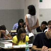 Scuola, quel bonus da 500 euro per i prof che rischia di sparire:
