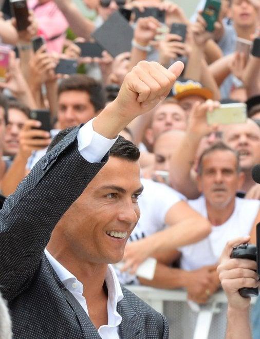Juventus, bagno di folla per Cristiano Ronaldo