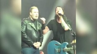 Foo Fighters e John Travolta sul palco: 'Grease' diventa rock