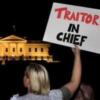 """Usa, shock per la """"resa"""" di Trump a Putin sul Russiagate: """"Vergognoso, un tradimento"""""""