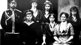 """Cento anni fa l'esecuzione dei Romanov. Il dna conferma: """"Quei resti sono della famiglia dello zar"""""""