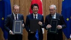 """Commercio, siglato l'accordo Ue-GiapponeJuncker a Trump: """"Il protezionismo non regge"""""""