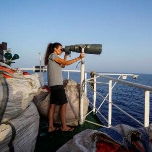 Migranti, la denuncia di Open Arms: la Libia ha lasciato morire in mare una donna e un bambino
