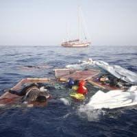 Migranti, la denuncia di Open Arms: la Libia ha lasciato morire in mare una donna e un...