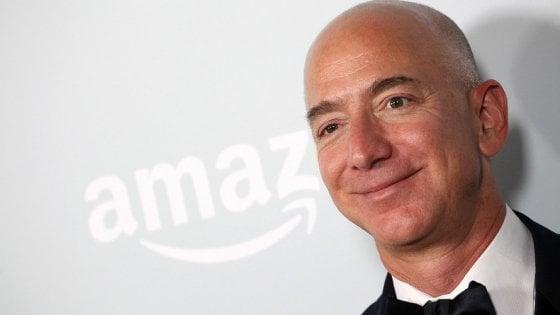 Amazon, Jeff Bezos è l'uomo più ricco degli ultimi 40 anni