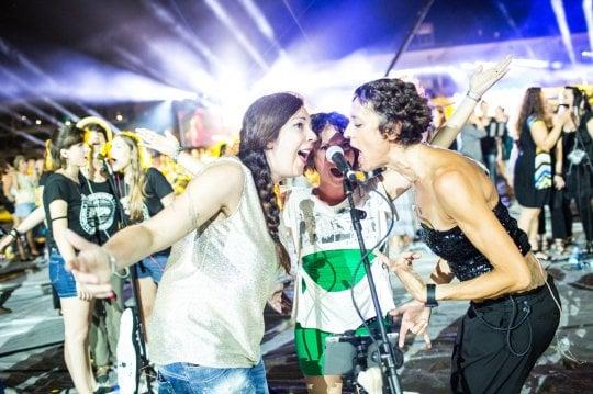 """Rockin' 1000, arrivano il Maestro Vessicchio e un'entusiasta Courtney Love: """"È una figata"""""""