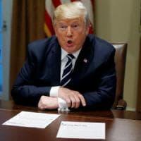 """Trump cambia versione: """"La Russia ha interferito, credo agli 007"""""""
