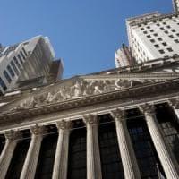 Borse e dollaro forti dopo le parole di Powell, lo spread giù verso 210
